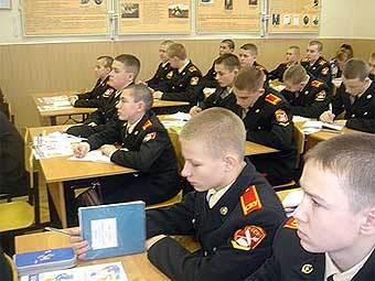 Суворовское училище посетят полицейские